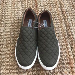 98b8e111422 NWOT size 11 Steve Madden Ellen Sneakers